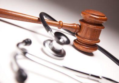 Özel hastanelerde çalışacak emekli hekimler için yaş şartı sınırı hukuka aykırı bulundu